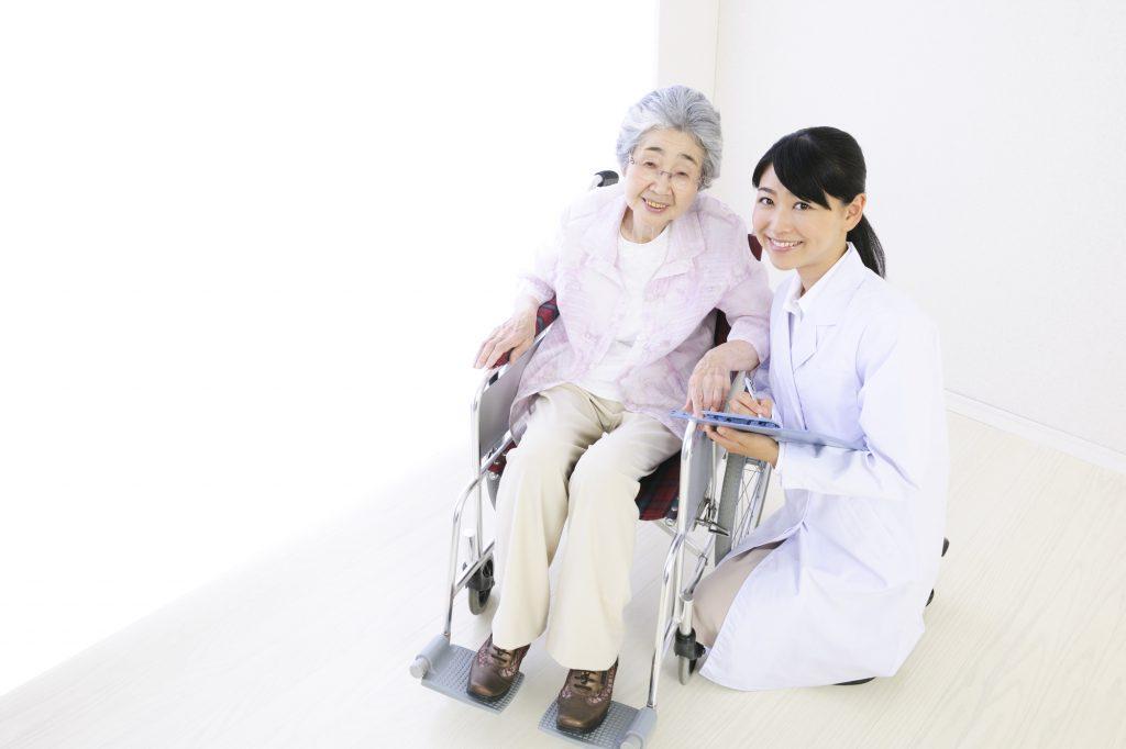 訪問看護とは?内容と料金、「訪問介護」との違いまで