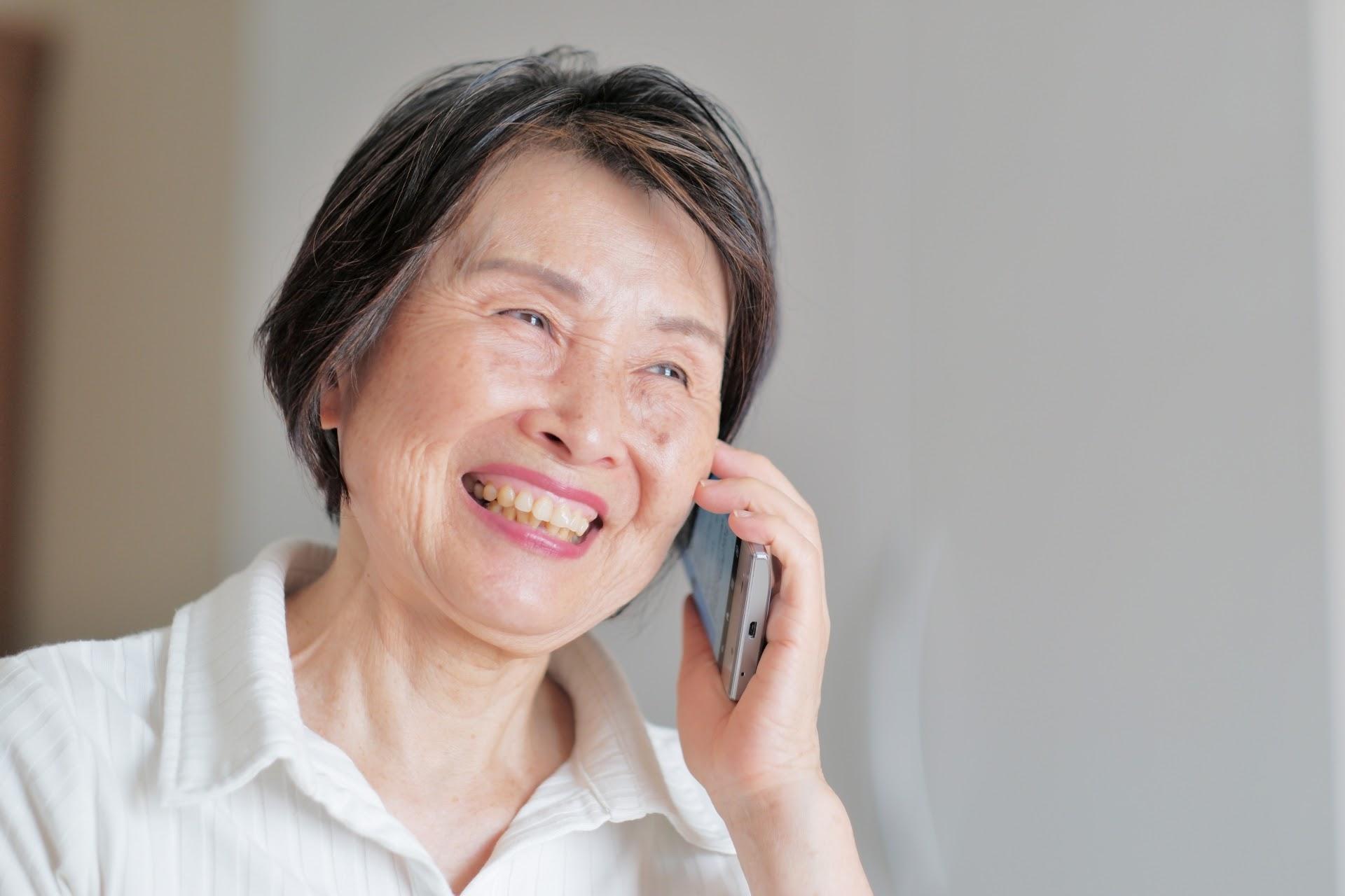 いまどき高齢者のスマホ事情!知っておきたい利用法や注意点を解説